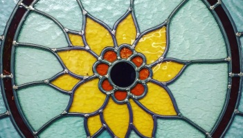 Sunflower stained glass window from Gekleurd Glas in Groningen, Nederland